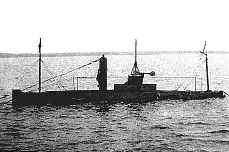 ロシア初の潜水艦は1904年に「ドルフィン」と命名され、1906年に配備されるにいたった。