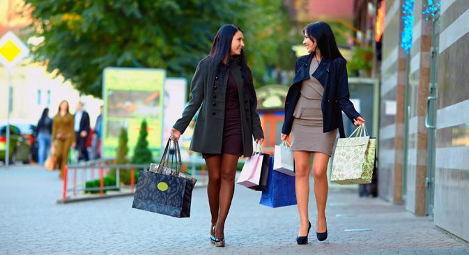 ロシア人女性は派手な濃い化粧をし、かなり刺激的な服を着ている。少なくとも、外国人の目にはそう映っている。 =DepositPhotos撮影