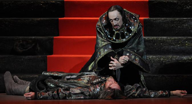ボリショイ劇場のバレエ団のソリストであるパーヴェル・ドミトリチェンコ容疑者を拘束した =ロシア通信撮影