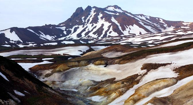 カムチャツカのキフピヌィチ火山の景色 =イゴリ・シュピリョノク/Focus pictures撮影