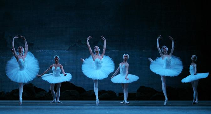 マリインスキー劇場の『白鳥の湖』=タス通信撮影