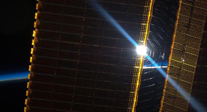 ISSのソーラーパネル 写真提供:nasa.gov