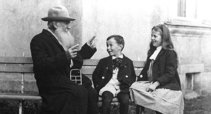 レフ・トルストイ、1909年=ボリス・プリホヂコ撮影/ロシア通信