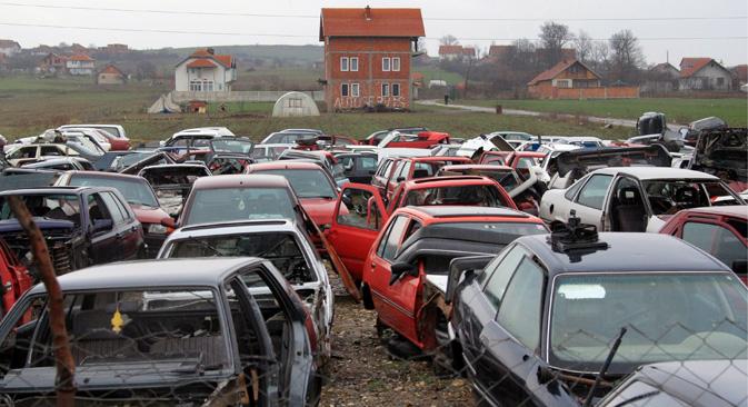 今年の半ばまでに、これまでの廃車のメカニズムが廃止され、あらゆる生産者に対して、廃車処理料金の支払が課せられる。=ルスラン・クリヴォボック撮影/ロシア通信
