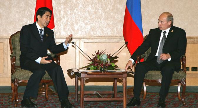 2007年、APEC首脳会議の際、安倍首相とプーチン大統領との日露首脳会談が行われた =AP通信撮影