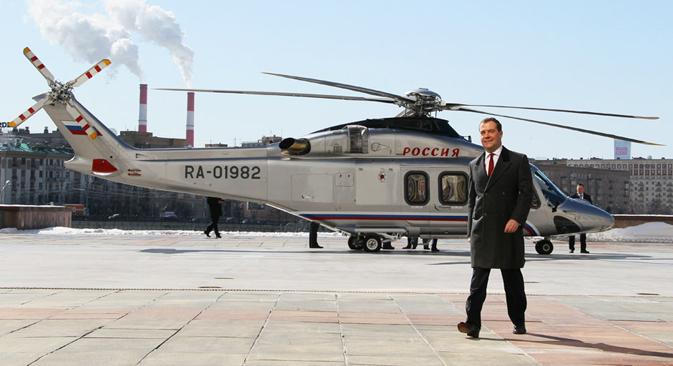 メドベージェフ首相の収入は、プーチン大統領よりも多かった =AP通信撮影
