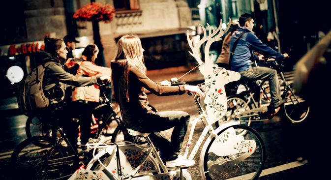 サンクトペテルブルク市の 「自転車の夜」 =マーシャ・ミトロファノワ撮影