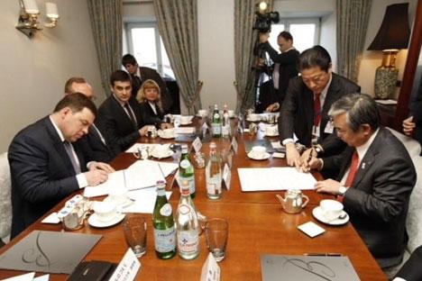 スヴェルドロフスク州のエフゲニー・クイヴァシェフ知事と三菱重工環境・化学エンジニアリング株式会社の木村和明代表取締役社長は、4月29日、エコロジー施設の創出に関する趣意書に署名した。
