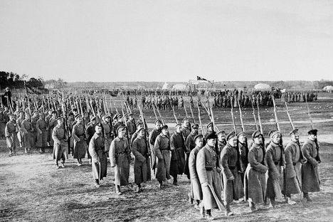 赤軍初の軍事パレード、5月1日1918年。