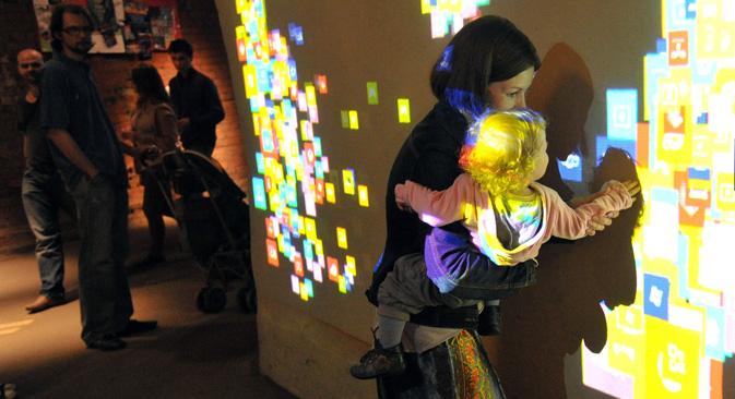 モスクワの「ナイト・ミュージアム」は今年7年目を迎える =コメルサント紙撮影