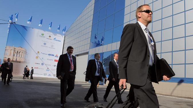 フォーラム組織委員会によると、すでに大手外国企業の代表200人以上と、ロシア企業の代表374人の参加 =コメルサント紙撮影