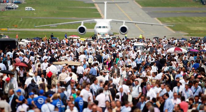 ロシアの航空機が、ル・ブルジェ空港で開催されているパリ国際航空ショーで、大成功を収めている =AP通信撮影