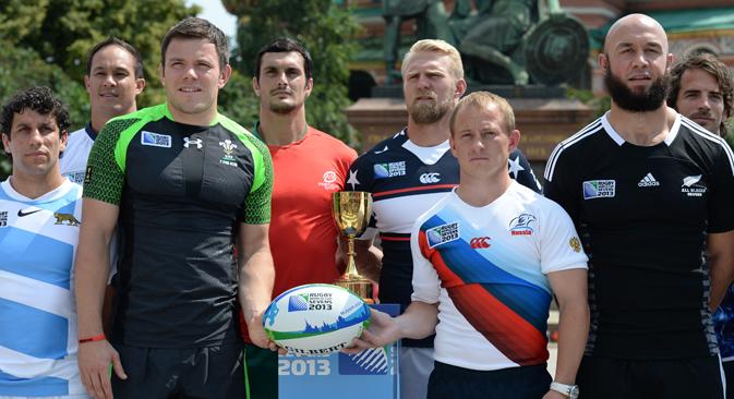 ロシアの男子チームのキャプテン、アレクサンダー・ヤニュシュキン(右から2人目) =アレクセイ・フィリポフ/ロシア通信撮影