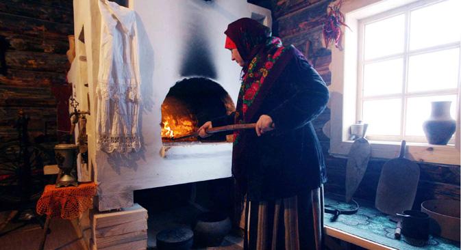 ロシアのペーチは、現代の用語でいえば、30%以下というきわめて低い熱効率しかそなえておらず、炉の内部では、大人が潜り込んだり必要ならば身体を洗ったりすることもできた。=ミハイル・フォーミチェフ撮影/ロシア通信