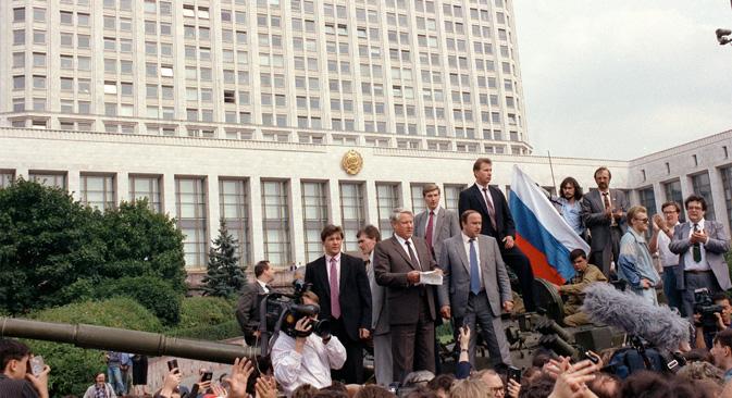 ロシア・ソビエト連邦社会主義共和国大統領の初の選挙が行われ、ボリス・エリツィン・同共和国最高会議議長が圧勝した =タス通信撮影