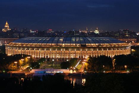 ルジニキ・スタジアムの夜景 写真提供:Daniel Kruczynski / flickr.com