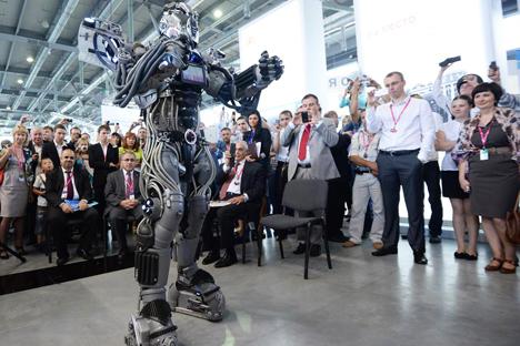 「インノプロム2013」で紹介されたロシア製ロボット =ロシア通信撮影