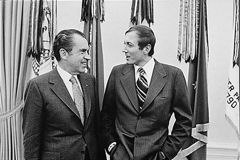 エフゲニー・エフトゥシェンコ氏(右)とアメリカの第37代大統領 リチャード・ニクソン氏 写真提供:wikipedia.org