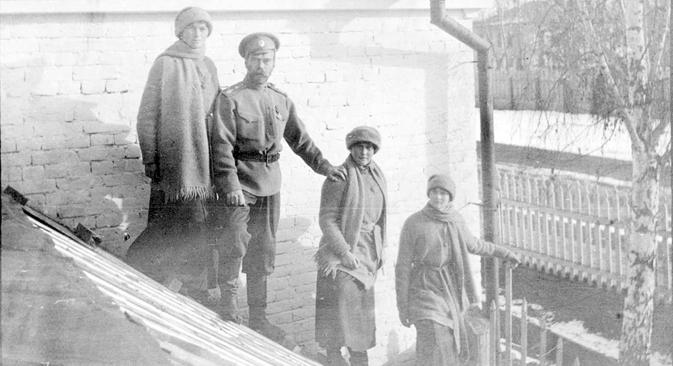 銃撃隊を率いて、ユロフスキー自身がニコライ2世を殺害したと証言している
