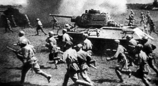 今から70年前、プロホロフカ地区では世界史上最大の戦車戦がくりひろげられた =タス通信撮影