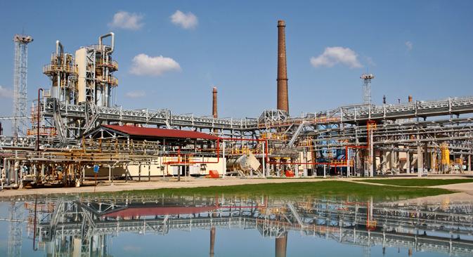 国営石油会社「ロスネフチ」と国営天然ガス会社「ガスプロム」は、極東にLNG基地を建設する計画を立てており、日本は目標とする輸出市場になっている。=タス通信撮影