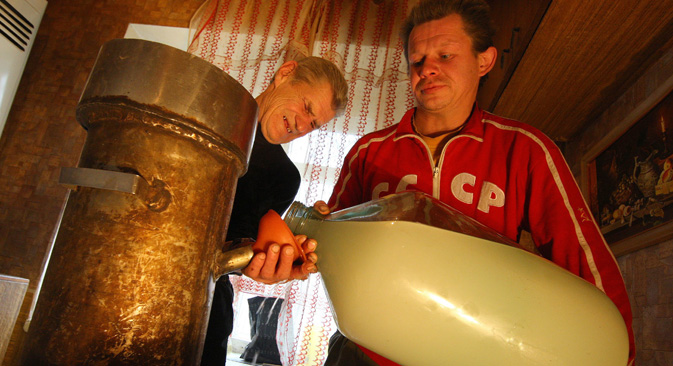 自家醸造用品販売を行う大手ネットショップのエフゲニー・デミドフ氏によると、販売は1年で5倍に伸びたという。=タス通信撮影