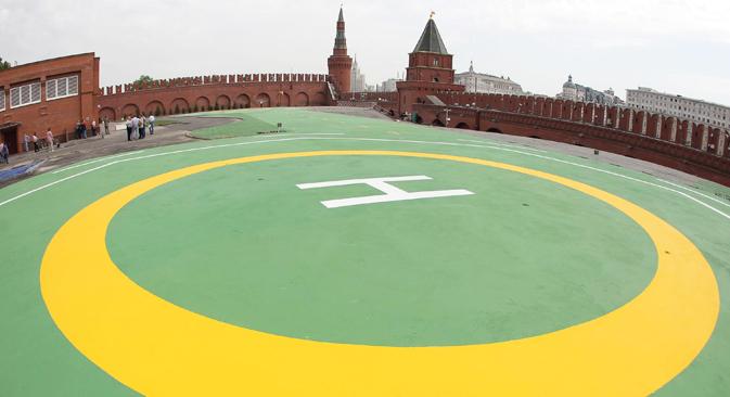 クレムリンのタイニツキー庭園側の壁付近に位置する、面積4162平方メートルのヘリポートNO.1 =AP通信撮影