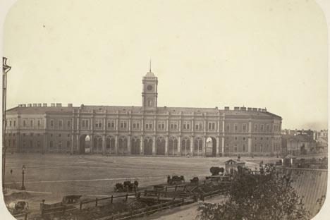 サンクトペテルブルクのニコラエフスキー駅、1855-1862年 写真提供:wikipedia.org