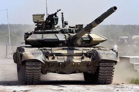 ロシア軍のT-90戦車 =ヴィタリー・クジミン(vitalykuzmin.net)撮影