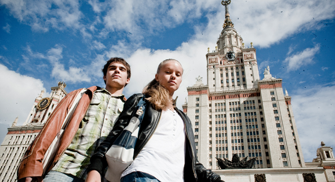 勉学の道でロシアを通過しようと考えている人のために、ロシアNOWがぴったりなアプリを選んだ =キリル・ラグテゥコ撮影