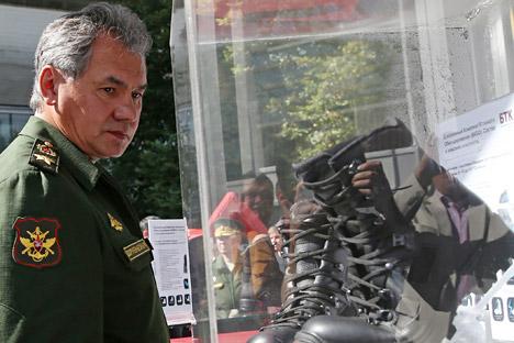 国防相のセルゲイ・ショイグ上級大将率いる国防省幹部会議も、合同演習開始前に仕事を総括した=タス通信撮影