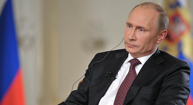 プーチン大統領はシリア紛争や元CIA職員のスノーデン氏について語り、ゲイ・コミュニティの代表に対話を呼びかけ、G20の議題について述べ、アメリカの大統領との会談を待ち望んでいると話した =ロイター通信撮影
