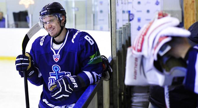 ウラジオストクの新しいアイスホッケー・チーム「アドミラル」は9月6日、コンチネンタル・ホッケー・リーグ(KHL)で初めての試合を行った =タス通信撮影