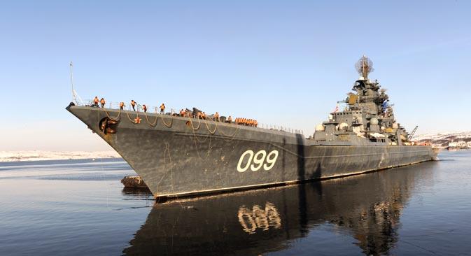 大型原子力ミサイル巡洋艦「ピョートル・ヴェリーキー」号=タス通信撮影
