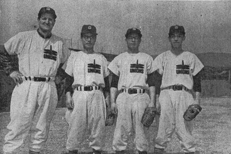 トンボユニオンズ(1955年)の投手陣。 左から、スタルヒン、野村、武末、滝。