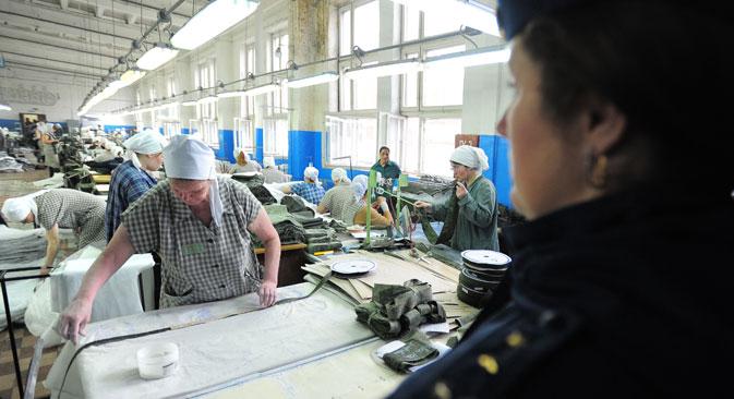 受刑者は10~11時間働くこともよくあるが、残業代を支給されており、その収入は矯正施設の職員と同じぐらいになるという。=タス通信撮影