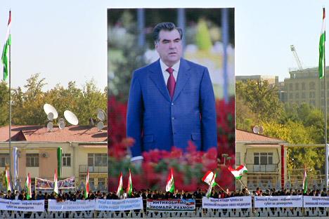 タジキスタンで6日、任期満了にともなう大統領選が行われた=AFP/EastNews撮影