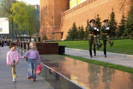 調査によると、2000年に比べ、ロシア人の愛国心の定義も変化している=ドミトリー・コロベイニコフ撮影/ロシア通信