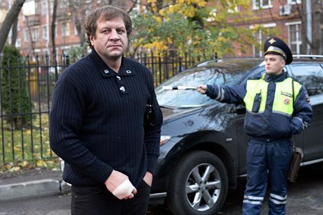 エメリヤーエンコ弟が5年の刑を言い渡され(強盗および不良行為と推測されている)、1年半服役していたことを認めた=マキシム・ブリノフ撮影 / ロシア通信