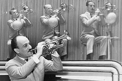 ソ連で初めてスウィング・ジャズを演奏し、大人気を博した、エディ・ロズネル=Press photo撮影