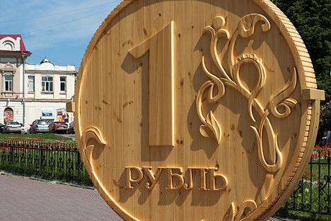 「1ルーブル」木製コイン、トムスク市=写真提供:パーヴェル・アンドリュシェンコ / wikipedia.org