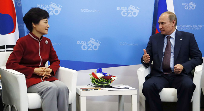 朴槿恵大統領は、プーチン大統領の訪問に先立ち、興味深い一連の経済構想を発表した。その主たるものは、東アジア太平洋共同体の創設である。この構想では、中国、ロシア、韓国の同盟の創設が重要な役割を担っているが、北朝鮮なしにこれは不可能だ。=AFP/East News撮影