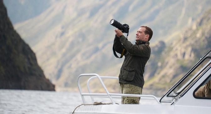 メドベージェフ首相は絵は描かないが、写真を趣味としている=AP通信撮影