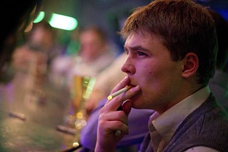 世界保健機関(WHO)の世界喫煙国ランキングで、ロシアは第4位に位置している=タス通信撮影