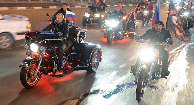 プーチンが初めてセクストン・バイク・センターに行き、夜狼と会ったのは2009年のことだった=AP通信撮影