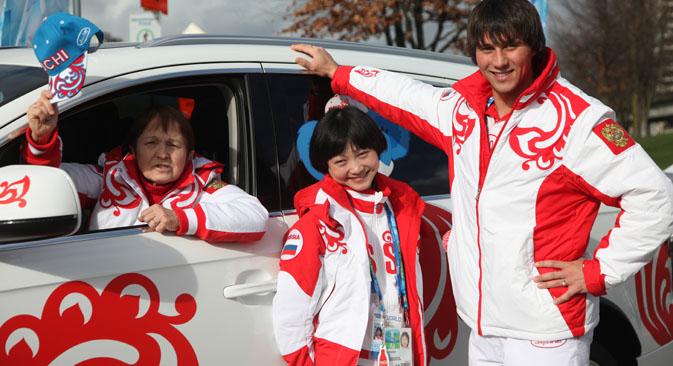 タマーラ・モスクヴィナ(左)と川口悠子、アレクサンドル・スミルノフ組=エカテリナ・チェスノコワ撮影 / ロシア通信