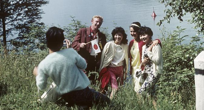 1965年、バイカル湖。日本人観光客=レフ・ポリカシン / ロシア通信