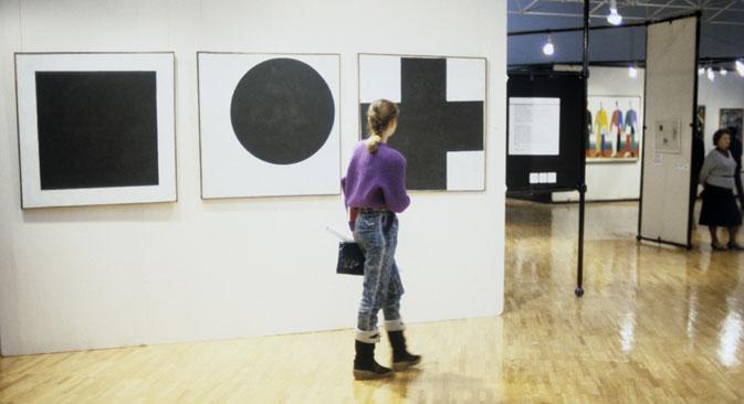 """Neben dem schwarzen schuf Malewitsch noch das """"Rote"""" und das """"Weiße Quadrat"""". Foto: Juri Somow / RIA Novosti"""