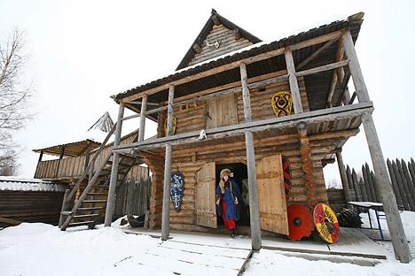 イズバとは、ロシアの農民の住居として最も一般的な丸太小屋の事で、民話にしばしば登場する=PhotoXPress撮影