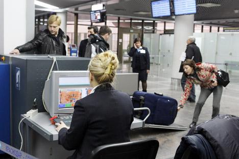 ロシア当局は、乗客による液体の機内への持ち込みを禁止した=ミハイル・モクルシン/ロシア通信撮影